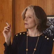 """Sigourney Weaver (l.) und Margaret Qualley in """"My Salinger Year"""", dem Eröffnungsfilm der Berlinale"""