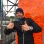 Nils ist im Ziel und hat wie alle Sieger auf der kleinen Version der Rheinorange unterschrieben.