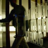 Hier hat man kein Geschäftsinteresse mehr für Neuseeland: der Haupteingang der Firmenzentrale des Bauer Verlags in Hamburg.
