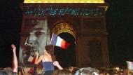 Französische Siegesfeier am Pariser Arc de Triomphe am 12. Juli 1998