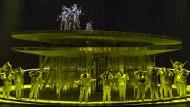 Die Übermenschen steigen den Menschen aufs Dach: So hat sich Beethoven das Erhobenwerden nicht vorgestellt.