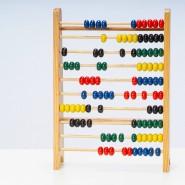 Einladend und anschaulich: Einst wurde mit dem Rechenschieber Mathematik erklärt.