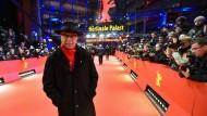 Ein Mann, ein roter Teppich: Festivaldirektor Dieter Kosslick vor der Preisverleihung zum Abschluss der Berlinale 2016