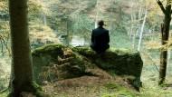Haufenweise von der Aufklärung verdrängter Unrat: Urs Blank (Moritz Bleibtreu) sucht im Wald Linderung für seine verletzte Seele.