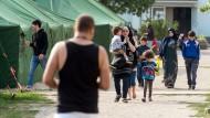 Lakonische Schilderungen eines aberwitzigen Alltags: Die Autorin bringt Flüchtlingen in der ostdeutschen Provinz Deutsch bei.