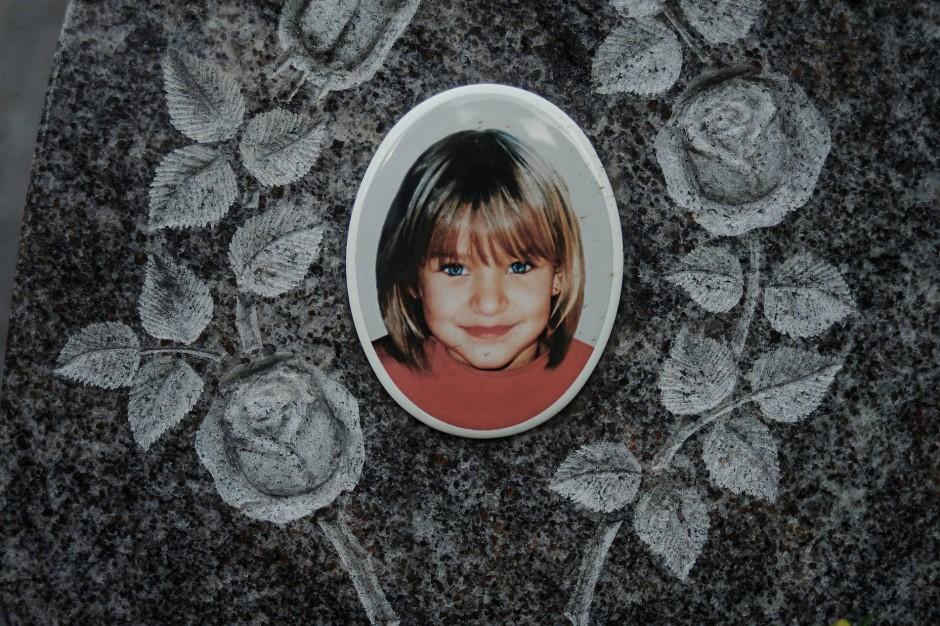 Mehr Beobachtungen als Erklärungen: Gedenkstein für Peggy Knobloch in Nordhalben.