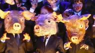 Chor der Komischen Oper: Männer sind Schweine, Frauen auch.