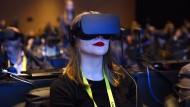 Weitblick mit Taucherbrille: So sieht ein VR-Headset beim Gebrauch aus.