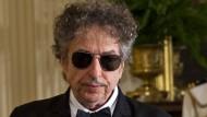 """Seine """"Neverending Tour"""" könnte ihn doch auch mal wieder nach Stockholm führen: Bob Dylan soll spätestens sechs Monate nach Erhalt des Nobelpreises seine Nobelvorlesung halten."""