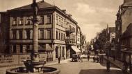 Bekam später im Nationalsozialismus den Namen Hitlers: Die Lange Straße in Lippstadt auf einer Postkarte aus dem Jahr 1934