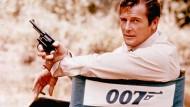 """Roger Moore am Set von """"Leben und sterben lassen"""""""