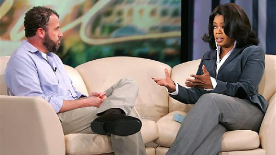 Bruchstücke einer kleinen Konfession: James Frey 2006 bei Oprah Winfrey auf dem Sofa.