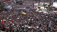 Was passiert, wenn Menschen sich versammeln? Hier zu sehen auf dem Tahrir-Platz in Kairo.