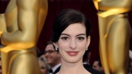 Anne Hathaway moderiert zusammen mit ihrem Schauspielerkollegen die diesjährige Oscar-Verleihung