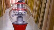 """Statt Verkäufern: ein mobiler """"Shopping-Assistenzroboter"""" beim Probeeinsatz in einem Baumarkt"""