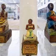 """Eine Ausstellung im Martinushaus in Aschaffenburg 2008 zeigt mehrere als """"Nickneger"""" bezeichneten Spendenbüchsen."""