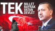 """""""Eine Nation, eine Flagge, eine Heimat, ein Staat"""" und ein Herrscher, so die eindeutige Botschaft: Der türkische Präsident Erdogan auf einem Plakat in Istanbul."""