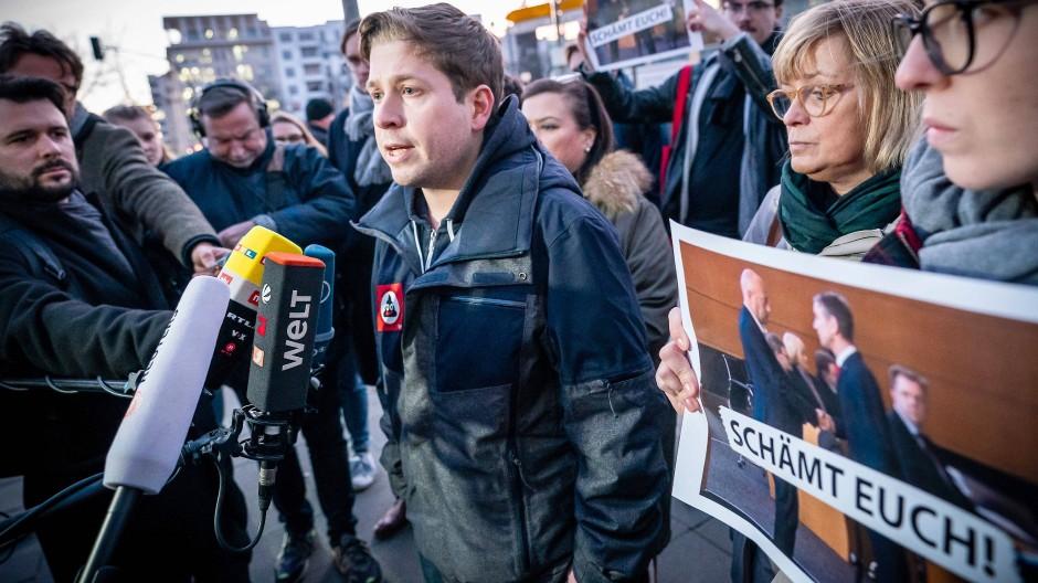 Empört euch: Kevin Kühnert mit rund einem Dutzend Jusos am Mittwoch vor der CDU-Zentrale in Berlin