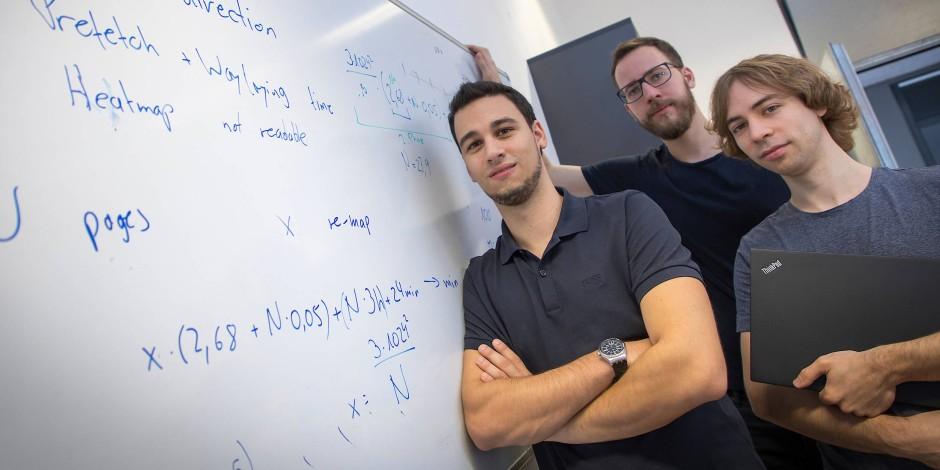 """Das Forscherteam der TU Graz, das die Computer-Prozessor-Sicherheitslücken """"Meltdown"""" und """"Spectre"""" mitentdeckte: Michael Schwarz, Moritz Lipp und Daniel Gruss."""