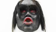 Eine Maske für traditionelle Rituale, nachgebaut von Beau Dick.