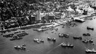 Stadt im Umbruch, Stadt unter Druck: Blick auf den Hafen von Singapur im Jahr 1964