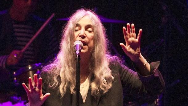 Patti Smith singt für Bob Dylan in Stockholm