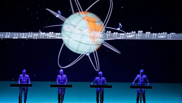 Deutsche Elektropop-Band Kraftwerk gastiert mit dem ersten ihrer Der Katalog 1 2 3 4 5 6 7 8-Konzerte in der Kunstsammlung NRW Dsseldorf