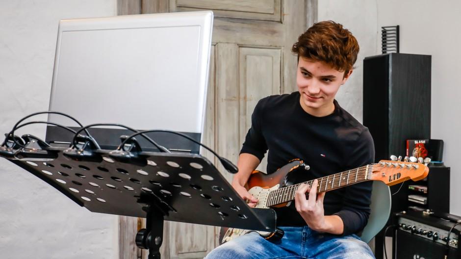 Youtube im kulturellen Alltag: Gitarrespielen Lernen mit Web-Videos in einer Musikschule in Essen-Steele