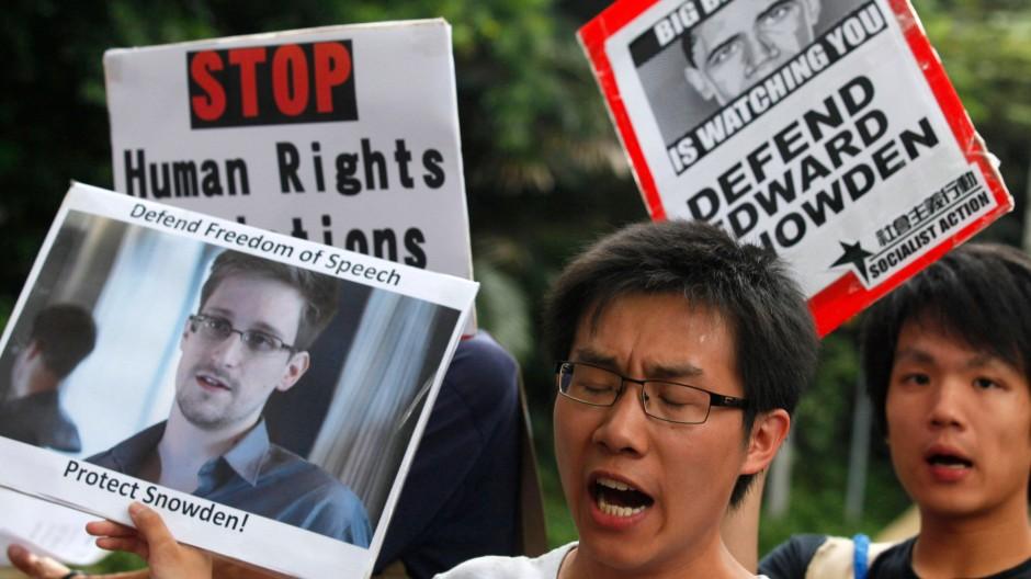 Solidarität mit Edward Snowden: Ein Demonstrant vor dem amerikanischen Konsulat in Hongkong
