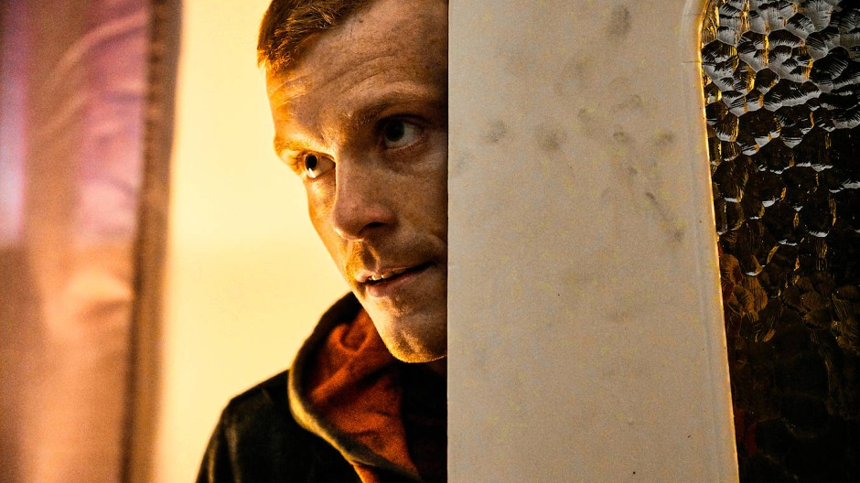 Sehenswert unangenehm: Mike (Morten Hee Andersen) terrorisiert das ganze Dorf, ohne Rücksicht auf Verluste.