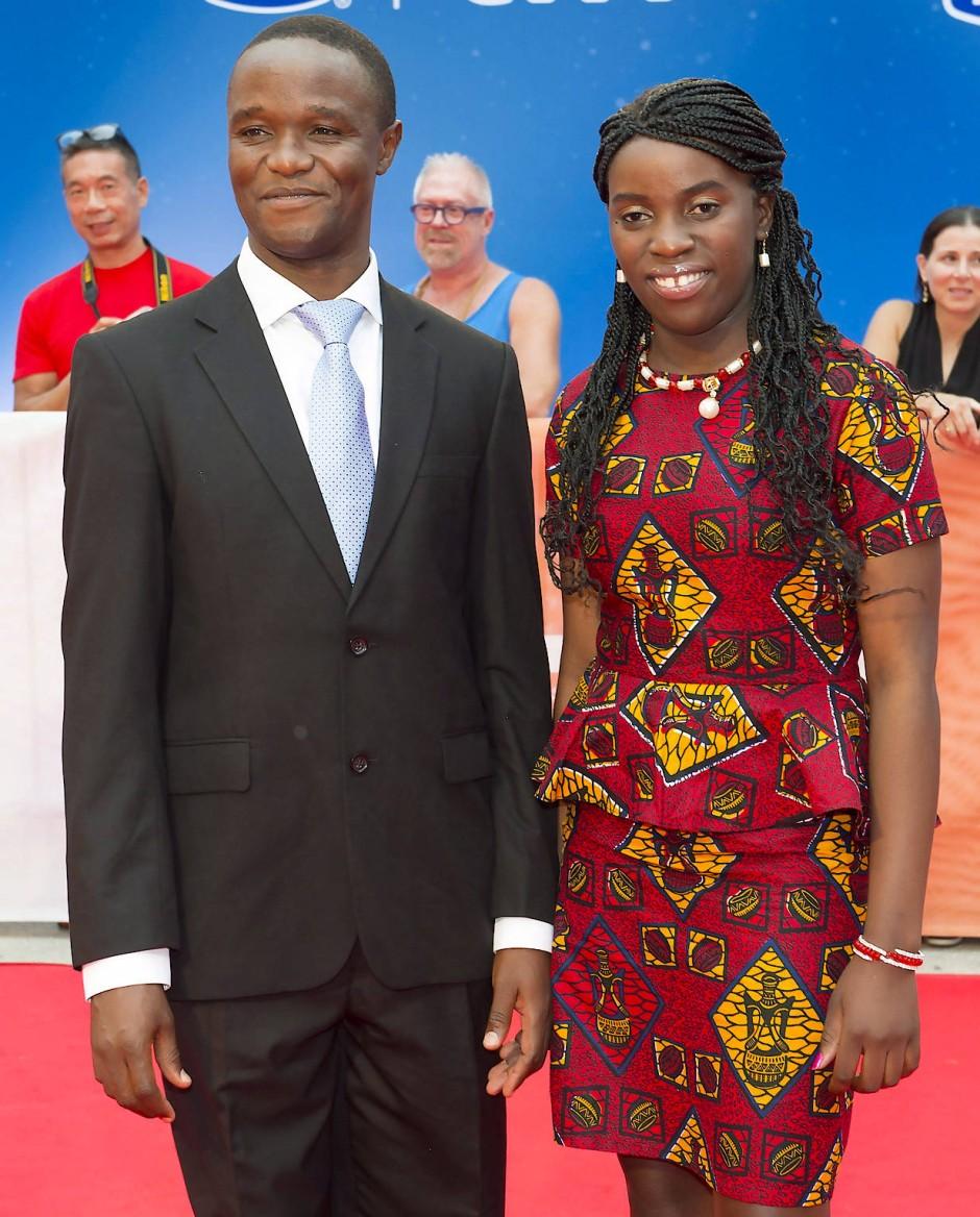 Die Vorlagen für die Figuren: Robert Katende und Phiona Mutesi beim Filmfestival von Toronto