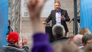 Vor Unterstützern und Gegendemonstranten: Björn Höcke bei einer AfD-Veranstaltung in Bad Langensalza am vergangenen Dienstag