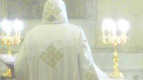 Seit Jahrtausenden ist der christliche Glaube in Ägypten verwurzelt, doch praktiziert wird er hinter hohen Mauern: ein Mönch im Boromäus-Kloster