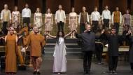 Dirigent John Eliot Gardiner (Mitte) mit seinem exzellenten Sängerensemble