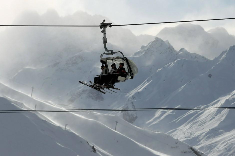 Ischgl war das erste Skigebiet, das konsequent seine Schlepplifte gegen Sessellifte austauschte und damit erst in Österreich und dann im gesamten Alpenraum Standards setzte.