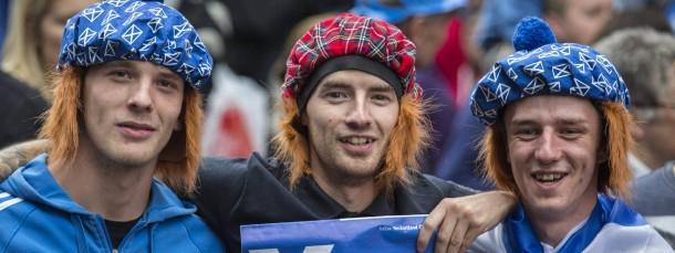"""Mit Schottenmützen in die Unabhängigkeit: Diese drei Männer werben für ein """"Yes""""."""