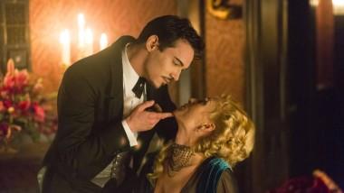 Beißt er, oder will er nur spielen? Lady Lane (Victora Smurfit) ahnt noch nicht, dass Graf Dracula (Jonathan Rhys Meyers) an seinen Lieblingsdrink denkt.