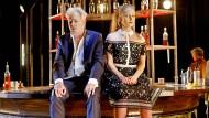 """Letzte Runde:Tilo Nest und Sina Martens in der deutschsprachigen Erstaufführung von """"Evening at the Talk House"""" von Wallace Shawn"""