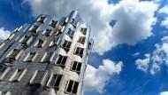 """In Deutschland so viel gebaut wie kaum irgendwo sonst: Der """"Neue Zollhof"""" in Düsseldorf von Frank Gehry."""