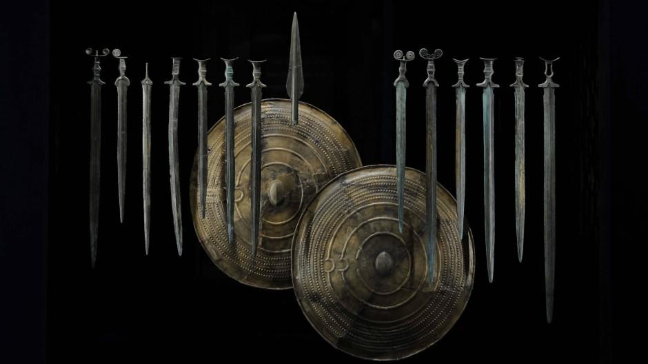 Schwerter und Schilde aus der Bronzezeit