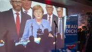 Auf der Wahlparty der AfD im Berliner Traffic Club, im Hintergrund eine Projektion der Fernseh-Wahlberichterstattung