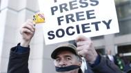 Türkei schließt 45 Zeitungen und 16 Fernsehsender