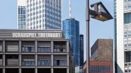 Man kann hier beim besten Willen keinen Kostendeckel erkennen: Niemand möchte mehr ausgeben als unbedingt nötig. Aber was heißt das eigentlich? Rückseite der Städtischen Bühnen in Frankfurt.
