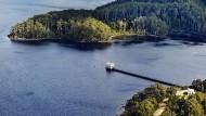 Hier ruhen alle Wälder. Vierzig Prozent Tasmaniens stehen heute unter Naturschutz – auch das pittoreske Pumphaus auf dem tiefsten See des australischen Kontinents.