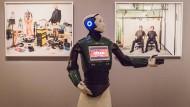 Richtungsweisend: Der Roboter REEM der spanischen Firma PAL Robotics zeigt in eine unvorhersehbare Zukunft.