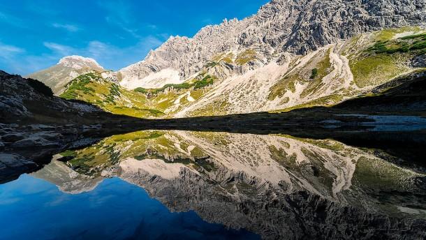 Im Schatten der Berge