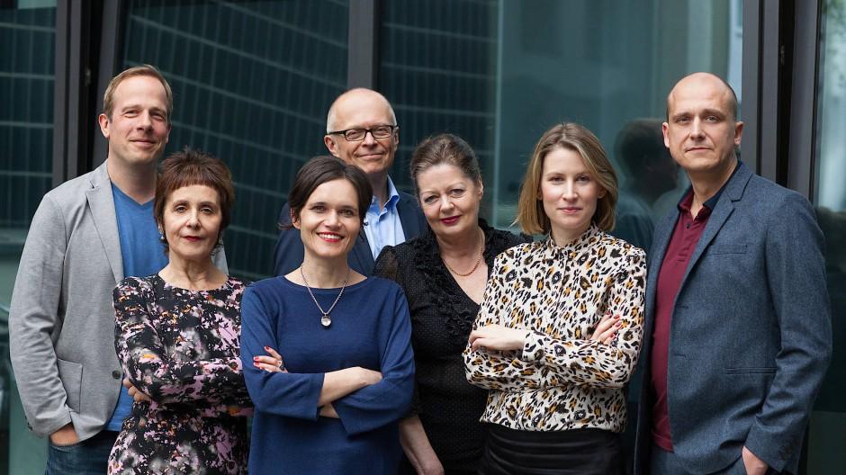 Die Jury in diesem Jahr: Tobias Lehmkuhl (l.), Maria Gazetti, Katja Gasser, Lothar Schröder, Silke Behl, Mara Delius und Christian Dunker