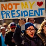 Gegen Trump: Diese Frau zeigt ihre Abneigung öffentlich.