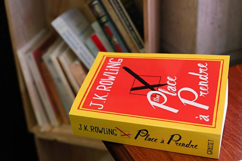 In Großbritannien gibt es keine Buchpreisbindung. Das E-Book von J.K. Rowlings neuem Roman ist deshalb teurer als so manche gebundene Ausgabe