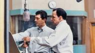 """Für sein Album """"Sleep Warm"""" ließ sich Dean Martin (links) 1958 die Songs von seinem Freund Frank Sinatra aussuchen. Sie wurde zu einem Erfolg."""